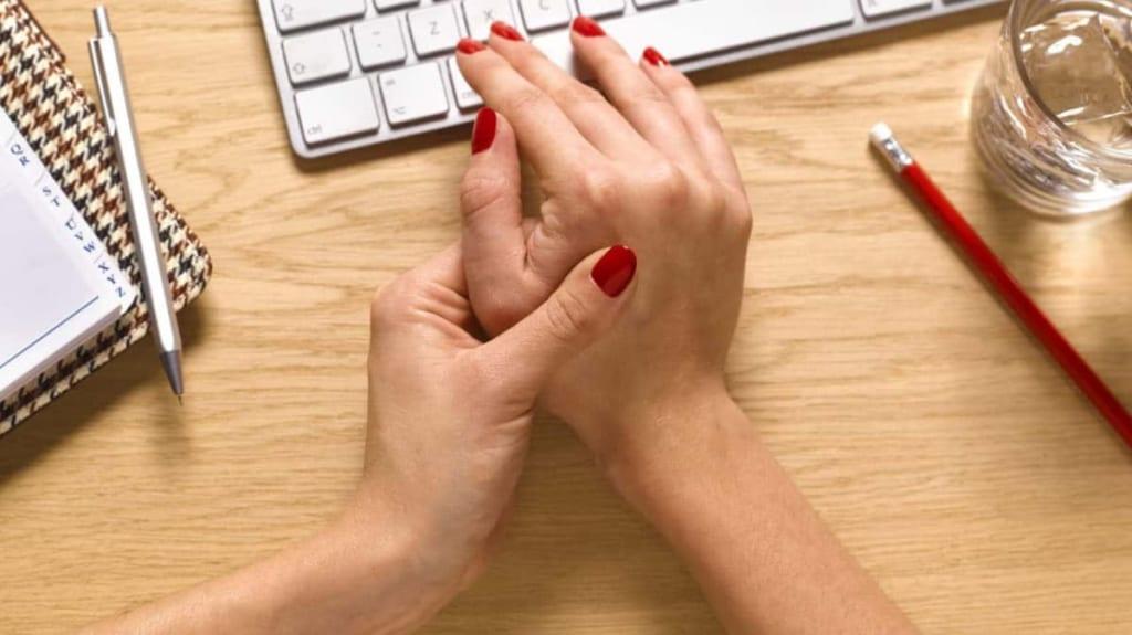 đau do viêm khớp cổ tay-đốt bàn tay