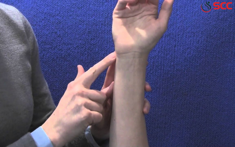 dấu hiệu, triệu chứng hội chứng rách dây chằng sụn sợi tam giác cổ tay