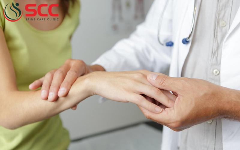 điều trị thoái hóa khớp bàn tay