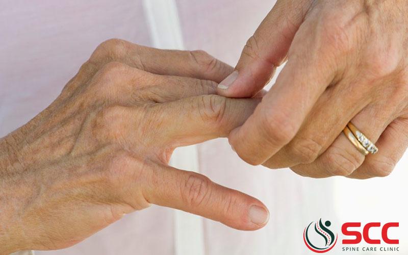 triệu chứng thoái hóa khớp ngón tay